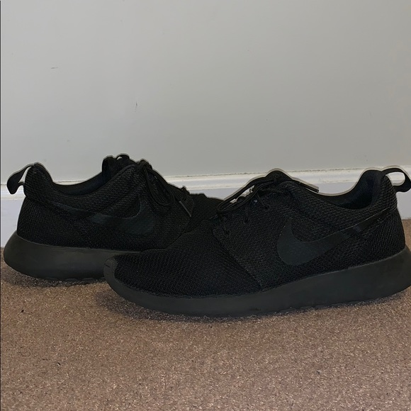 reputable site 181d1 aa73a Nike Men s Roshe One Black 10.5 US. M 5c6834813c98448000c65072